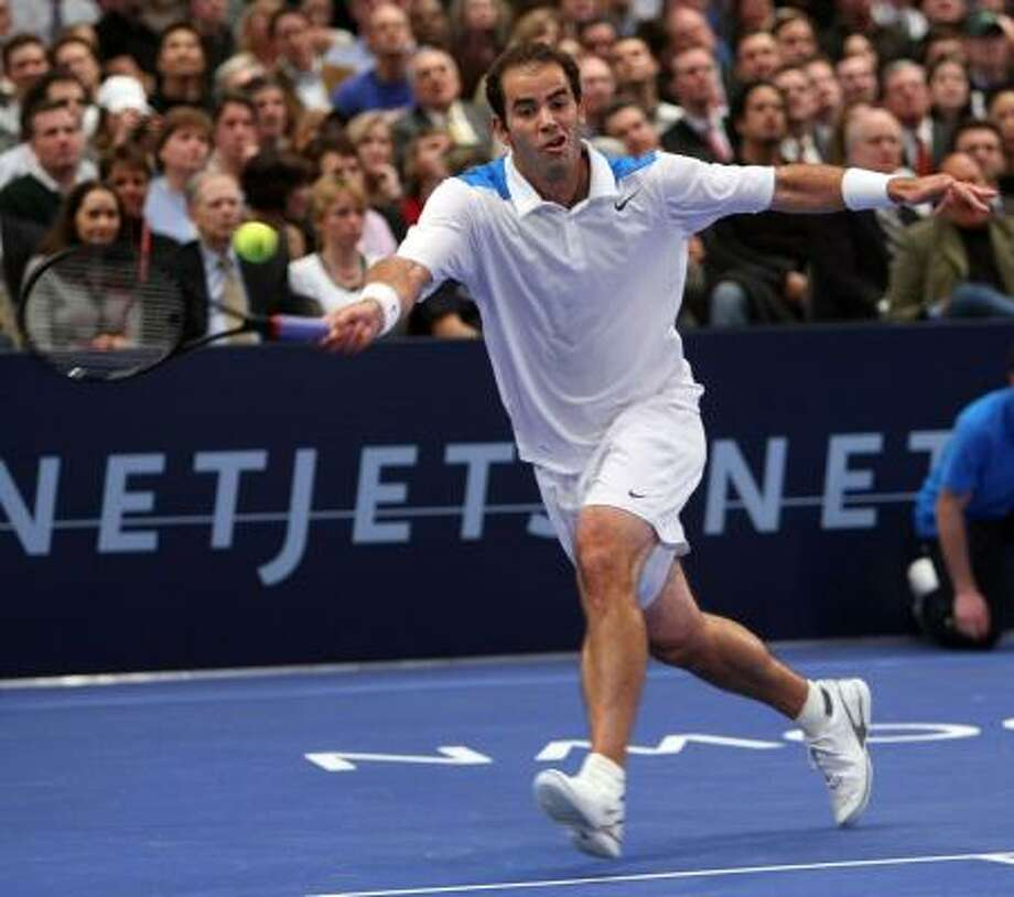 At 36, Pete Sampras did his best to keep up with Roger Federer on Monday night. Photo: TIMOTHY A. CLARY, AFP/GETTY IMAGES