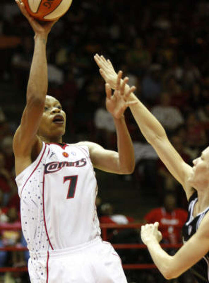 Tina Thompson helped the Comets close out the season on a good note as she scored 31 points in a victory over Sacramento. Photo: Steve Ueckert, Houston Chronicle