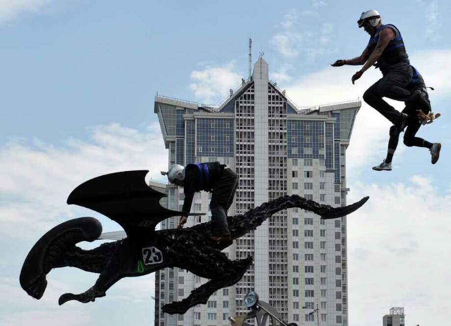 "The ""Aliens"" team competes during Red Bull Flugtag 2010 in Kiev on June 19, 2010. Photo: SERGEI SUPINSKY, AFP/Getty Images / 2010 AFP"