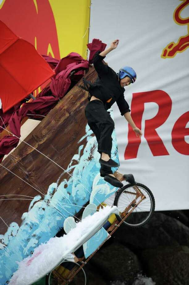 A competitor plunges into the water in Hong Kong on October 10, 2010. Photo: ED JONES, AFP/Getty Images / 2010 AFP