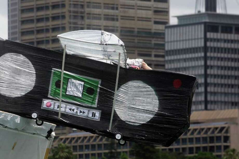 "Members of ""Aboslute Infinity"" team compete in the 2010 Red Bull Flugtag event on November 7, 2010 in Sydney, Australia. Photo: Lisa Maree Williams, Getty Images / 2010 Getty Images"