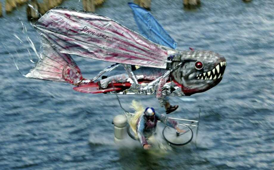 "Members of the ""Finnister"" send their ""aircraft"" into the Hudson on October 5, 2003 in New York. Photo: Chris Hondros, Getty Images / 2003 Getty Images"