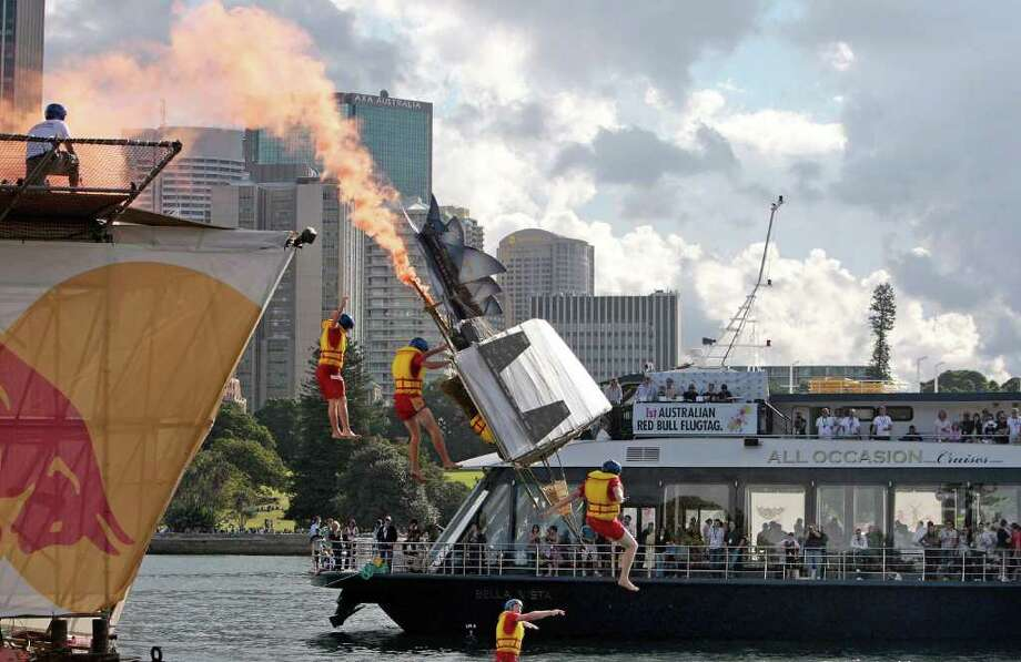 "The flying machine ""How Iconic"" takes off on April 6, 2008 in Sydney. Photo: ANOEK DE GROOT, AFP/Getty Images / 2008 AFP"