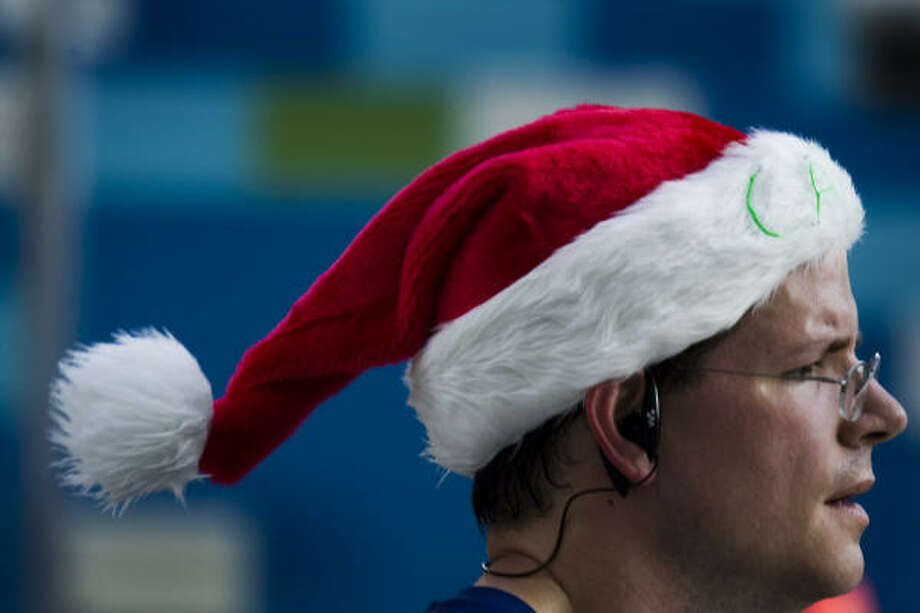 Carl Cate of League City wears a Santa hat during the 24th Annual Chevron Jingle Bell Run and Walk benefiting the Downtown YMCA, Sunday, Dec. 9, 2007. Photo: Smiley N. Pool, Chronicle