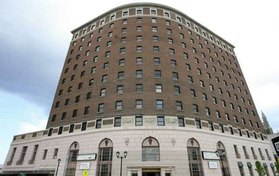 The Hotel Niagara, in downtown Niagara Falls, N.Y., will receive a $15.2 million renovation from Houston-based Amidee Hotels and Resorts. Photo: HARRY SCULL JR., BUFFALO NEWS