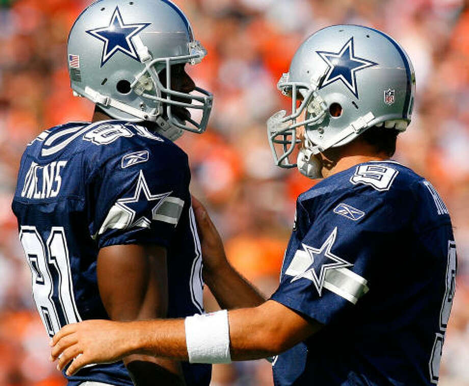 Cowboys quarterback Tony Romo, right, threw for 320 yards against the Browns, and Terrell Owens was on the receiving end of 87 of those yards. The pair also connected for a touchdown. Photo: Kevin C. Cox, Getty Images