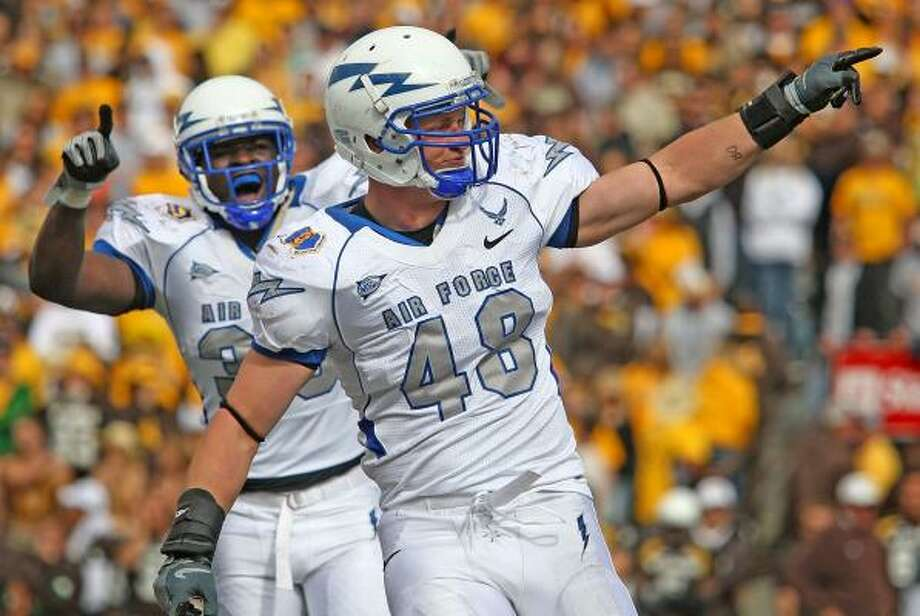 Air Force and linebacker Brandon Reeves are aiming for a 3-0 record. Photo: Ben Woloszyn, AP