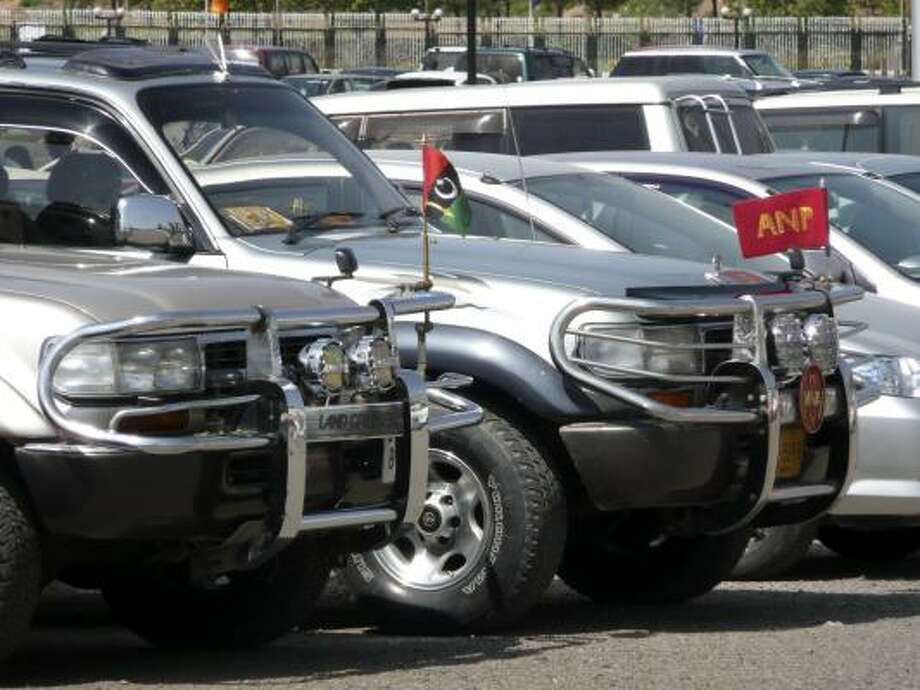 SUVs are seen outside the parliament building during a session of Pakistan's parliament in Islamabad, Pakistan, Wednesday. Photo: Lauren Frayer, AP