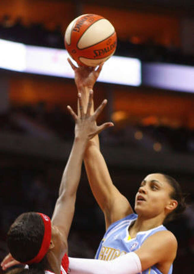 Candice Dupree led the Sky with 24 points, eight rebounds and seven assists. Photo: Steve Ueckert, Houston Chronicle