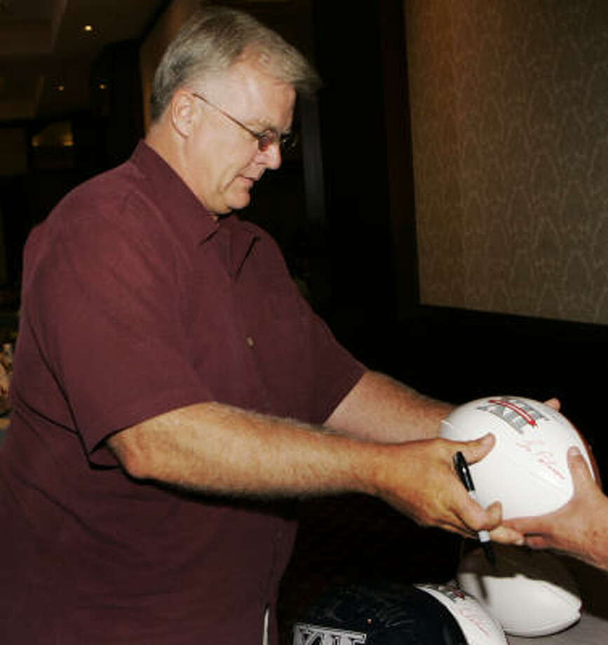 Texas A&M coach Mike Sherman signs autographs during Big 12 Football Media Days in Kansas City, Mo., on Monday. Photo: Orlin Wagner, AP
