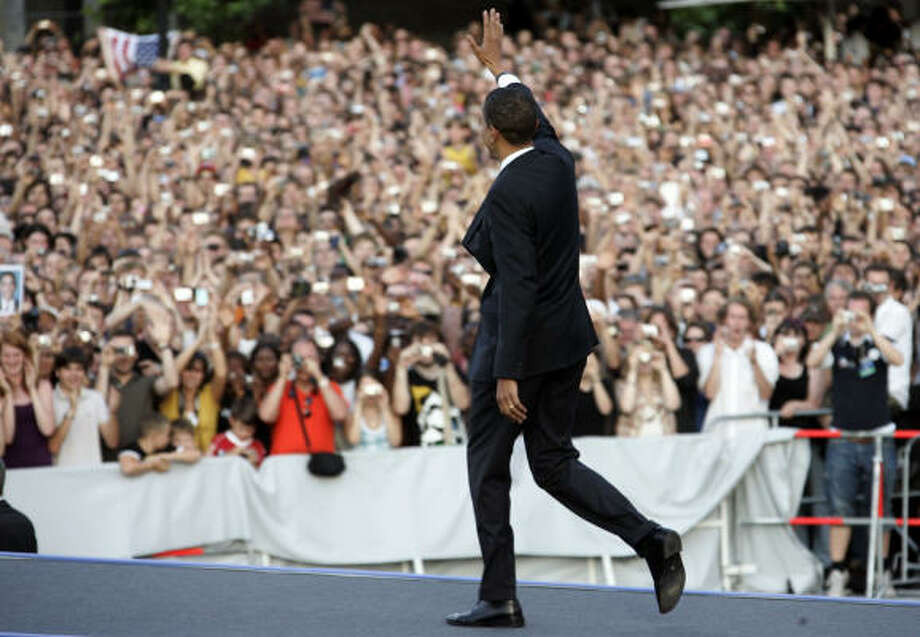 Sen. Barack Obama waves to the crowd before speaking in front of the Siegessaeule at the Grosser Stern in Tiergarten today in Berlin. According to reports, police confirmed that about 200,000 people attended the speech. Photo: Carsten Koall, Getty Images