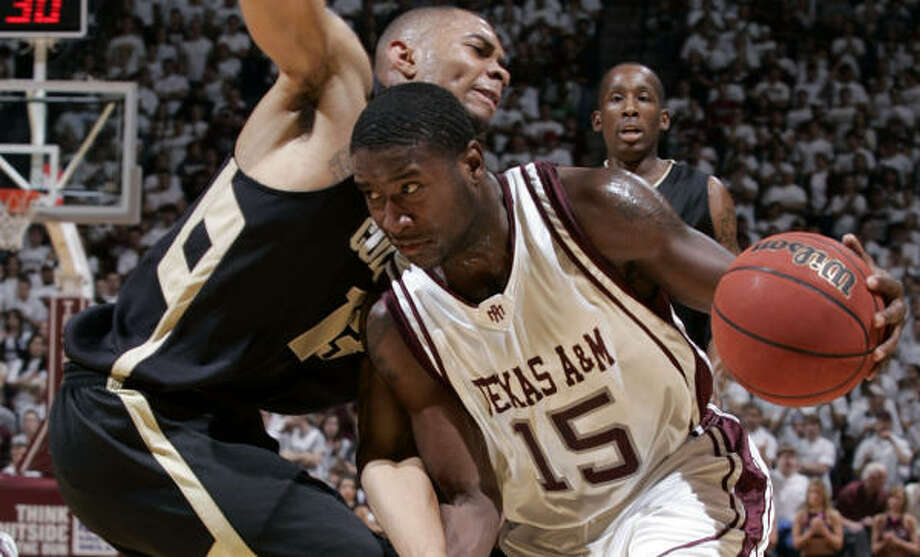 A&M guard Donald Sloan did his part for the Aggies, scoring 13 points in 31 minutes in the win. Photo: Paul Zoeller, AP