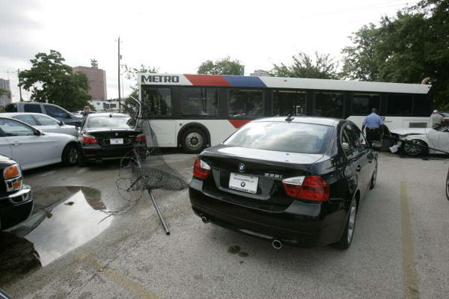 Metro bus collision in Midtown sends 15 to hospitals  Houston