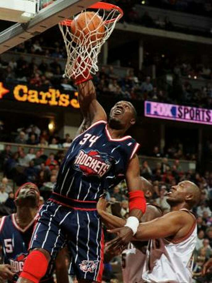 As Denver's Popeye Jones found out in 2000, there's nothing Hakeem Olajuwon liked to do more than dunk. Photo: DAVID ZALUBOWSKI, Associated Press