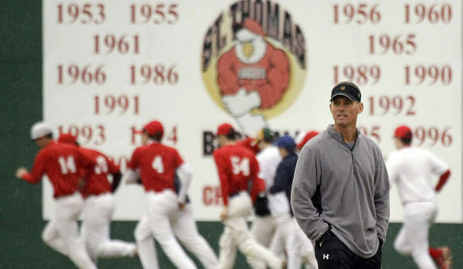 Craig Biggio spent the year as an assistant baseball and football coach at St. Thomas. Photo: Smiley N. Pool, Chronicle
