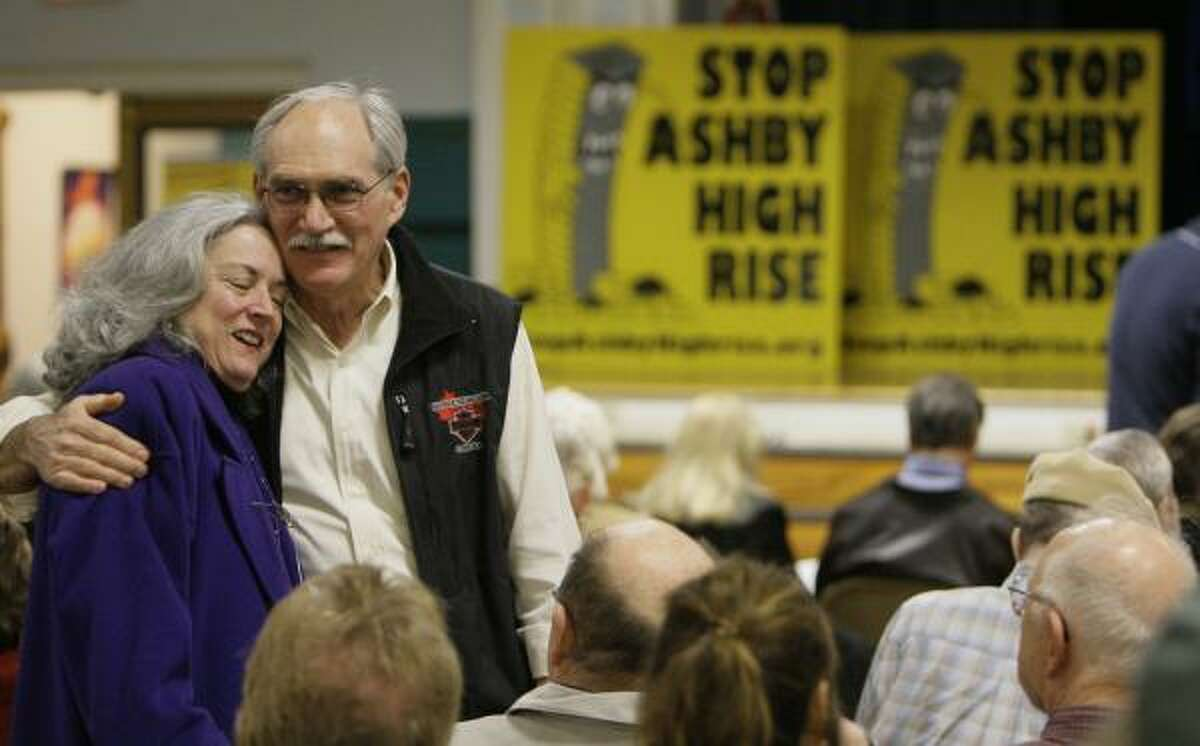 Neighbors Sarah Darnielle and John Thompson greet each other during last week's meeting about the development ordinance.