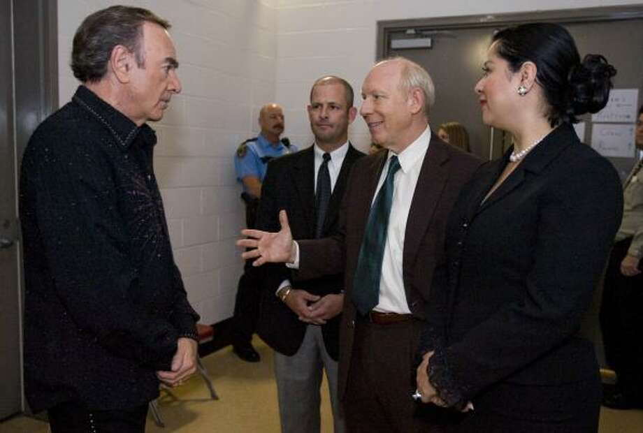 Neil Diamond meets with Mayor Bill White during a recent visit to Houston on a concert tour. Photo: NICK De La TORRE, CHRONICLE