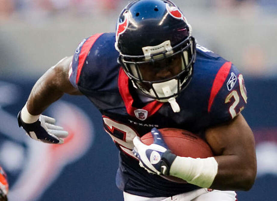 Rookie Steve Slaton has given the Texans' running game a much-needed boost. Photo: Smiley N. Pool, Chronicle