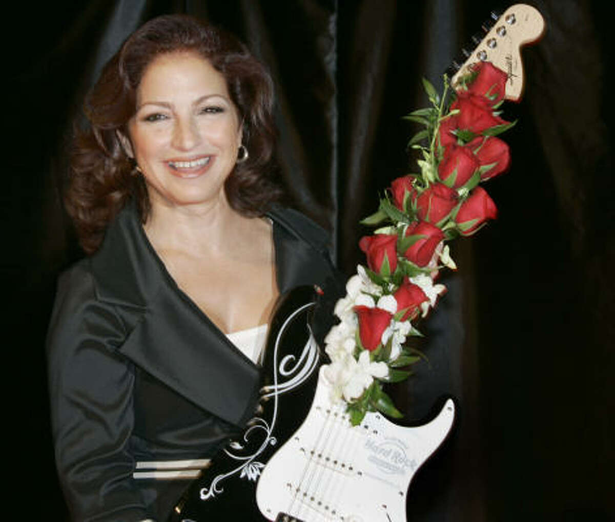 The Latin Recording Academy has named Gloria Estefan its Person of the Year for 2008.