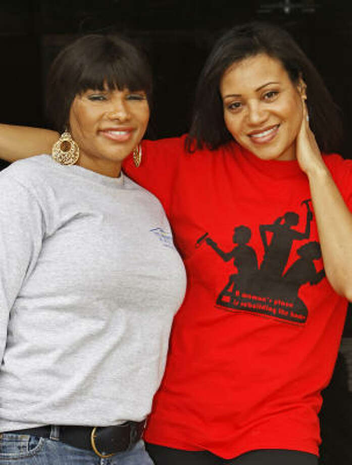 "Grammy-winning rappers Salt-N-Pepa — Sandy ""Pepa"" Denton, left, and Cheryl ""Salt"" James — aren't just riding in a parade. They're helping a Hurricane Katrina family rebuild their home. Photo: JUDI BOTTONI, Associated Press"