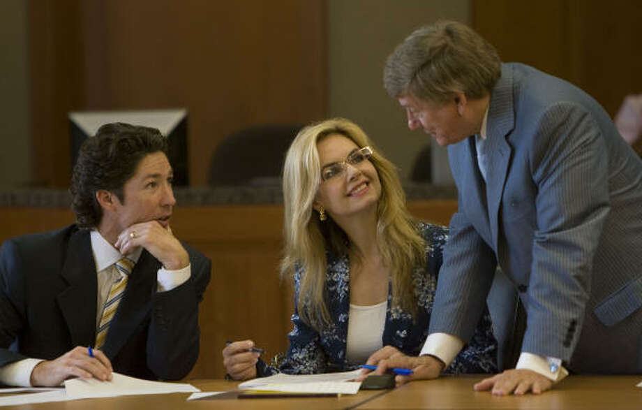 Victoria Osteen and her husband, Joel, sit in the courtroom as they talk with her attorney, Rusty Hardin, before jury selection in the trial of an airline flight attendant's lawsuit against Victoria. Photo: James Nielsen, Chronicle