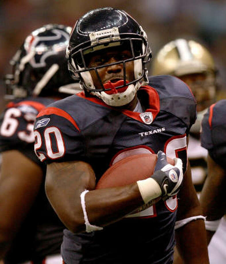 Rookie running back Steve Slaton, who carried 13 times for 57 yards and the decisive touchdown on a 10-yard run against the Saints, has improved enough to warrant playing time with the starters at Texas Stadium on Friday. Photo: Doug Benc, Getty Images