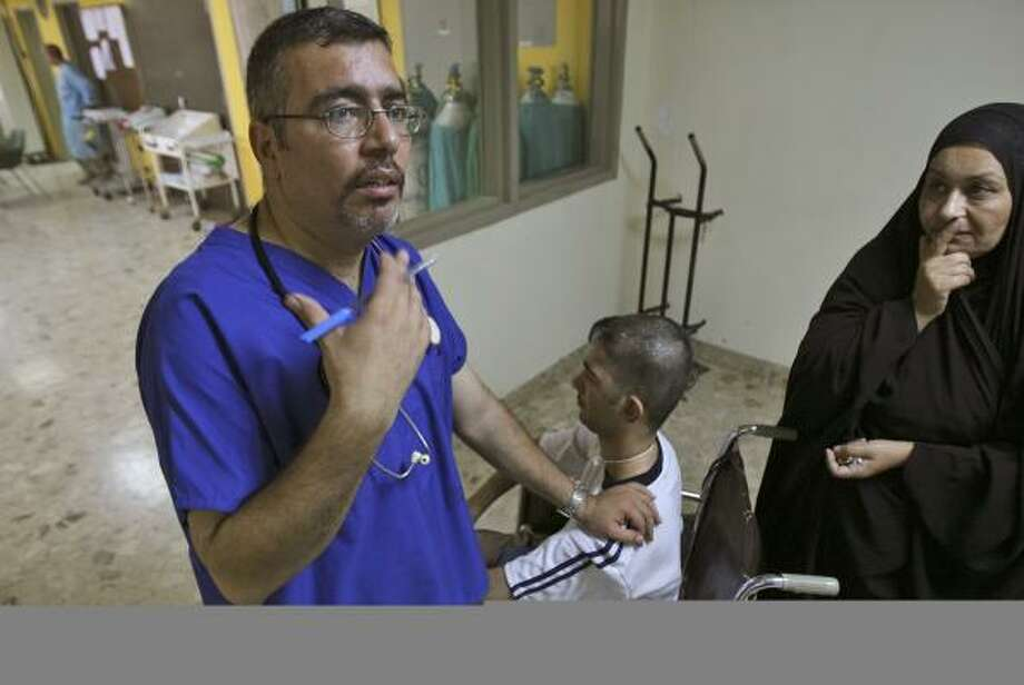 Dr. Waleed Ibraheem, manager of the Surgical Hospital's intensive care unit in Baghdad, visits patients last month. About 800 Iraqi physicians returned to work this summer. Photo: HADI MIZBAN, ASSOCIATED PRESS