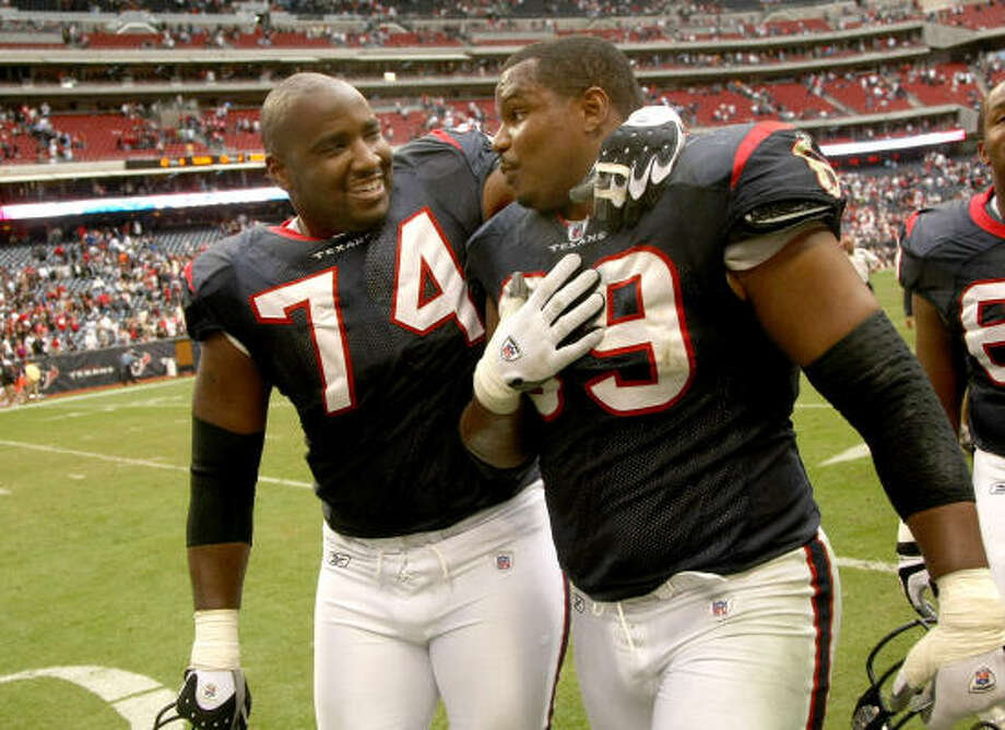 Players such as Pro Bowl alternate Chester Pitts, right, and Ephraim Salaam have helped solidify the Texans' offensive line after a shaky start to the season. Photo: Stephen Dunn, Getty Images