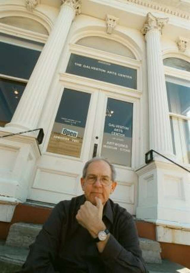 Clint Willour, executive director of the Galveston Arts Center, sits on the gallery's front steps in 2001. Photo: Ben DeSoto, CHRONICLE FILE