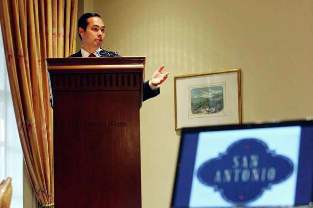 Mayor Julian Castro speaks during a press conference held at the Four Seasons Hotel  Monday Aug. 8, 2011 in Mexico City, Mexico. Photo: EDWARD A. ORNELAS, Edward A. Ornelas/Express-News / © SAN ANTONIO EXPRESS-NEWS (NFS)