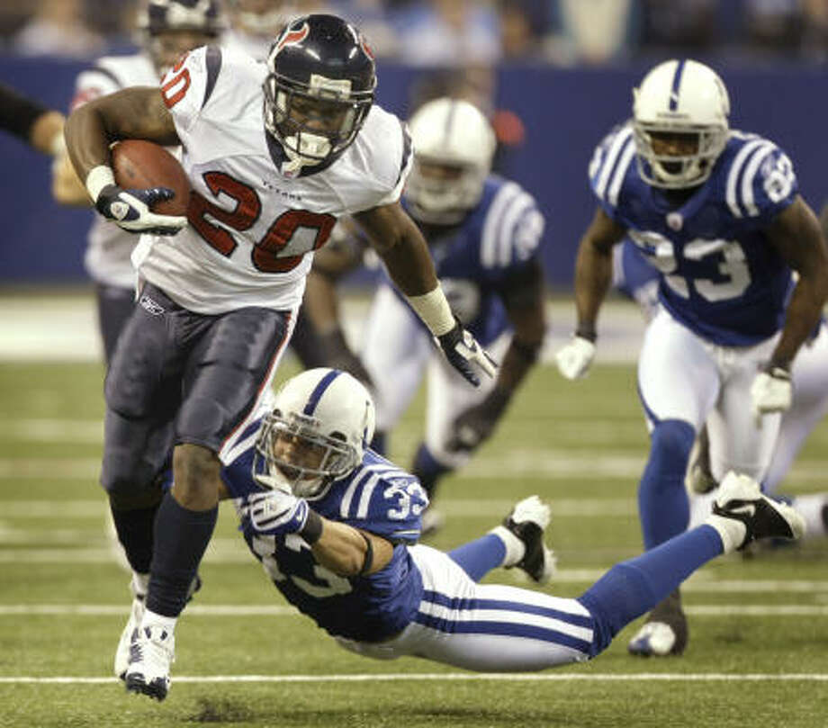The Texans running game is hitting its stride with Steve Slaton providing the lightning in combination with Ahman Green's thunder. Photo: Brett Coomer, Chronicle