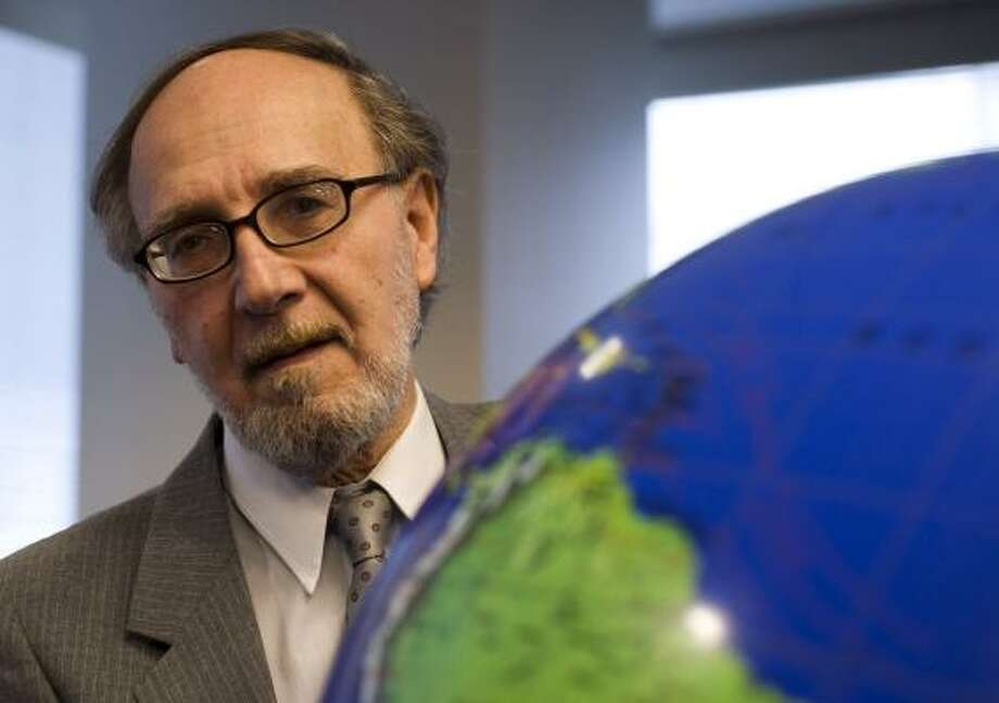 Ron Ace has studied the Earth's climate cycles for three years and has filed for a patent on a way to prevent global warming that his computer models show is effective, but others question his work. Photo: GEORGE BRIDGES, MCCLATCHY TRIBUNE