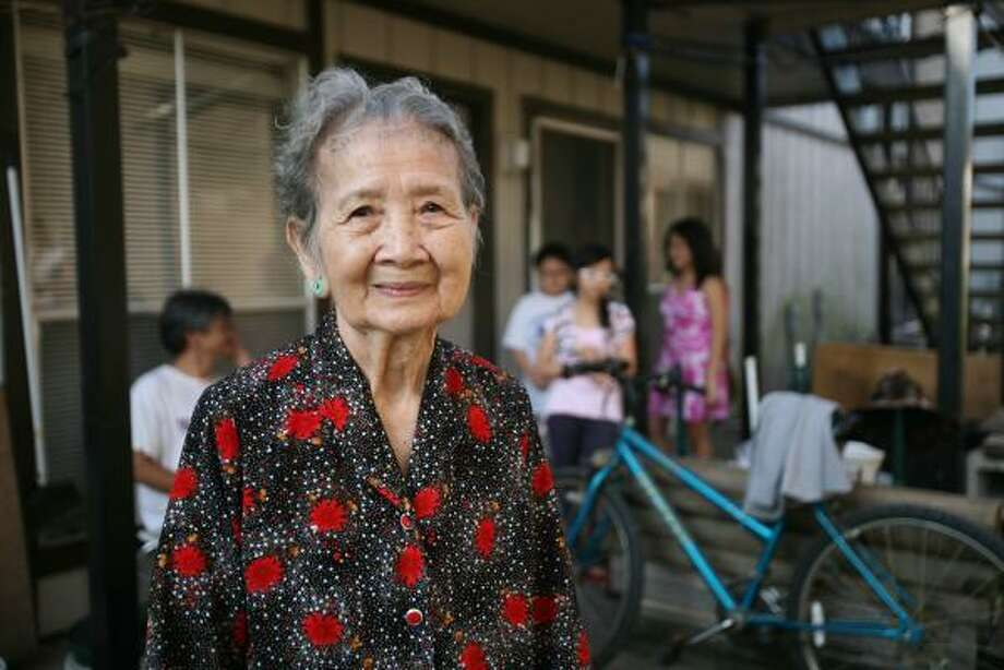 Biet Trang is among many of Houston's elderly Vietnamese-Americans for whom the language barrier has made Ike's aftermath even tougher. Photo: NATHAN LINDSTROM, FOR THE CHRONICLE