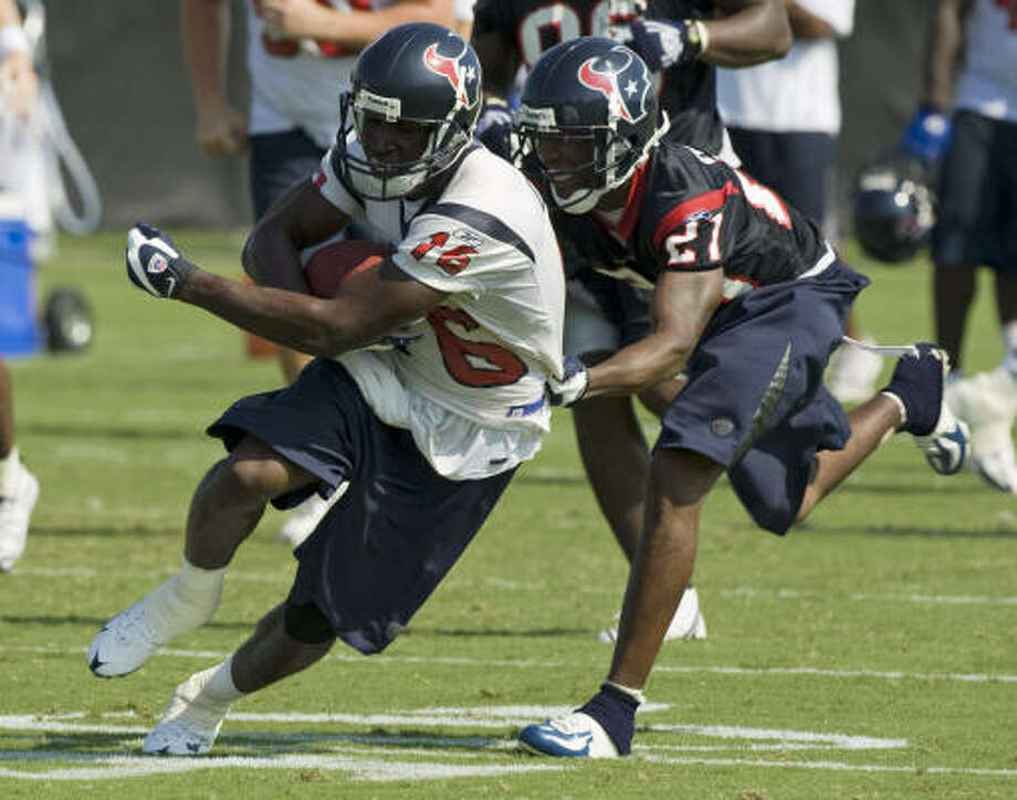 Jamar Fletcher, right, getting a handle on receiver Tim Carter, is happy to be back in the mix in the Texans' defensive backfield. Photo: Brett Coomer, Chronicle