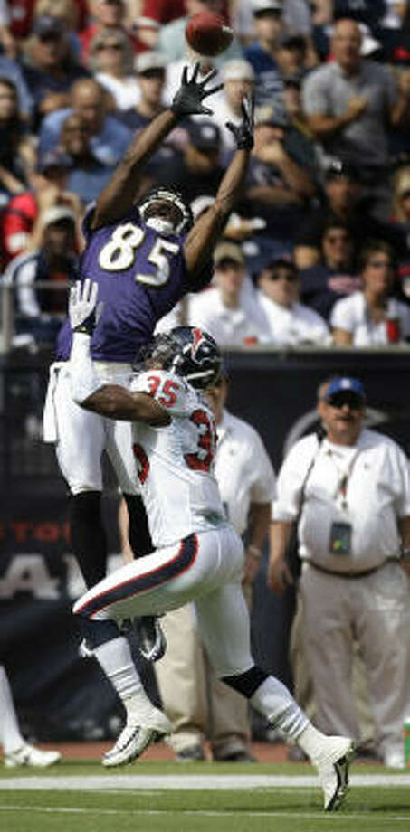 Baltimore receiver Derrick Mason (85) elevates for a Joe Flacco pass as Jacques Reeves covers in the first quarter Sunday. Photo: Brett Coomer, Houston Chronicle