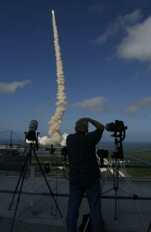 The shuttle Discovery lifts off Saturday at Kennedy Space Center for a 14-day mission. Photo: JAMES NIELSEN, CHRONICLE