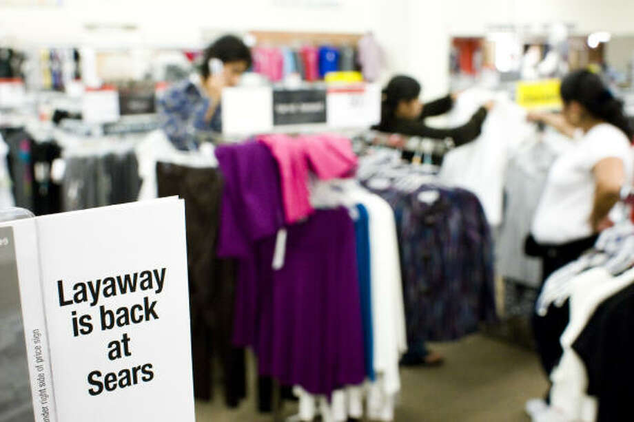 Sears' layaway plan lets shoppers pay $15 or 20 percent of the total, whichever is greater. Merchandise must be paid off by Dec. 23. Photo: Nick De La Torre, CHRONICLE