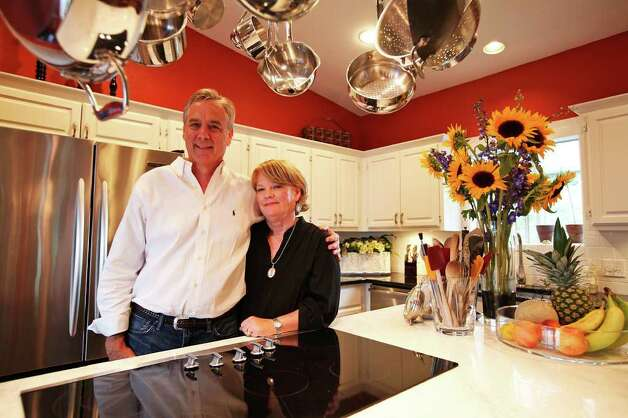 Jim and Cindy Schloss share a love for good food and cooking. Photo: ANDREW BUCKLEY, SAN ANTONIO EXPRESS-NEWS / abuckley@express-news.net