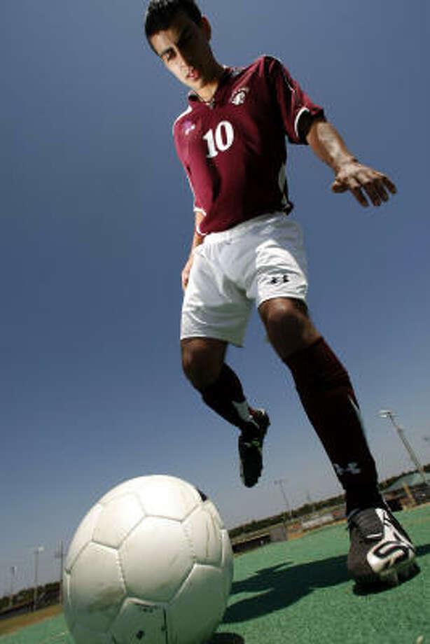 Juan Nino will play college soccer at Liberty. Photo: Kevin Fujii, Chronicle