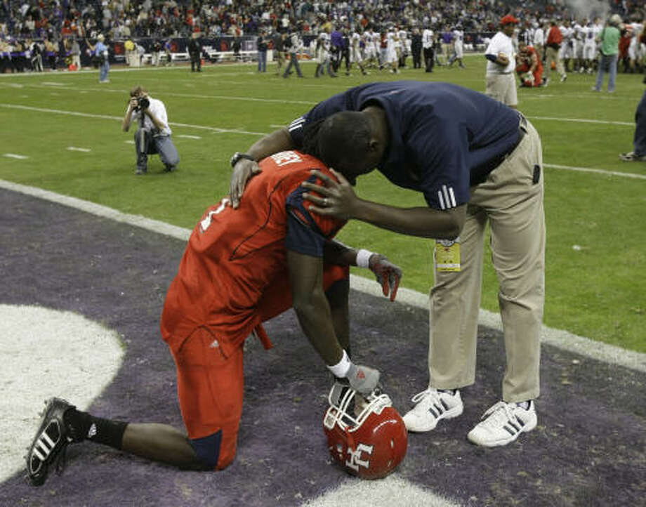 Receiver Jeron Harvey laments the eighth consecutive bowl loss for Houston. Photo: Brett Coomer, Chronicle
