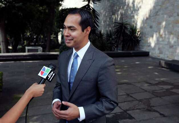 Mayor Julián Castro answers questions from the media after a tour of the Museo Nacional de Antropologia Tuesday Aug. 9, 2011 in Mexico City, Mexico. (PHOTO BY EDWARD A. ORNELAS/eaornelas@express-news.net) Photo: EDWARD A. ORNELAS, SAN ANTONIO EXPRESS-NEWS / © SAN ANTONIO EXPRESS-NEWS (NFS)