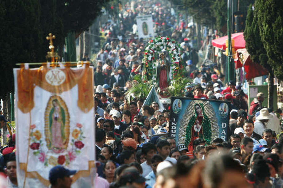 Pilgrims carry the image of the Virgin of Guadalupe to the Basilica of Guadalupe in Mexico City on Tuesday. Photo: Miguel Tovar, AP