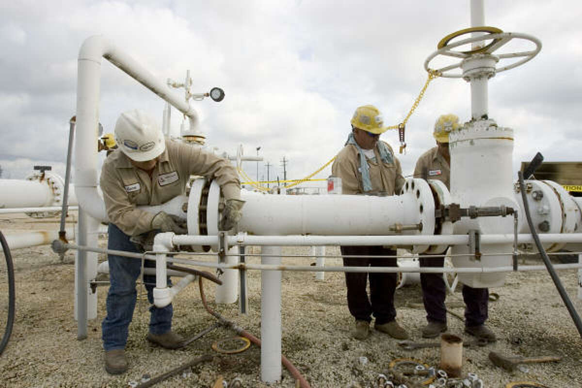 Workers set up a pipeline delivery point into the Targa's Mont Belvieu Terminal. The privately owned Houston company has grown rapidly by acquiring properties that transport, store and process natural gas.