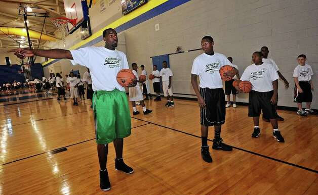 Kendrick Perkins runs drill with local children during his basketball camp at Ozen High School on Thursday. Guiseppe Barranco/The Enterprise Photo: Guiseppe Barranco / Beaumont