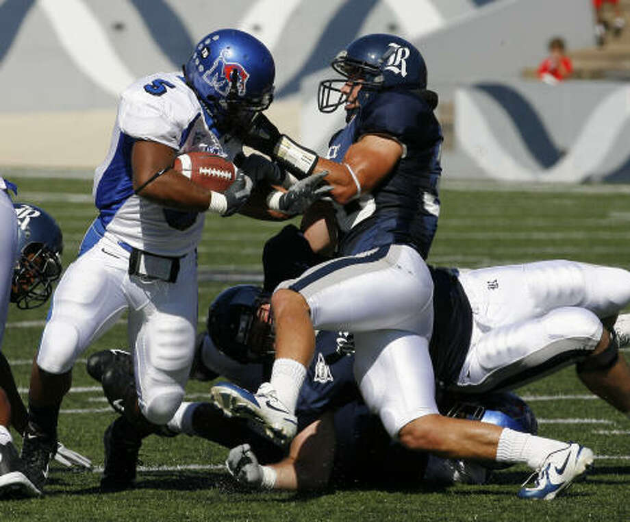Rice's Andrew Sendejo (right)brings down Memphis' RB Joseph Doss (5) by Doss' facemask. Photo: Steve Campbell, Chronicle
