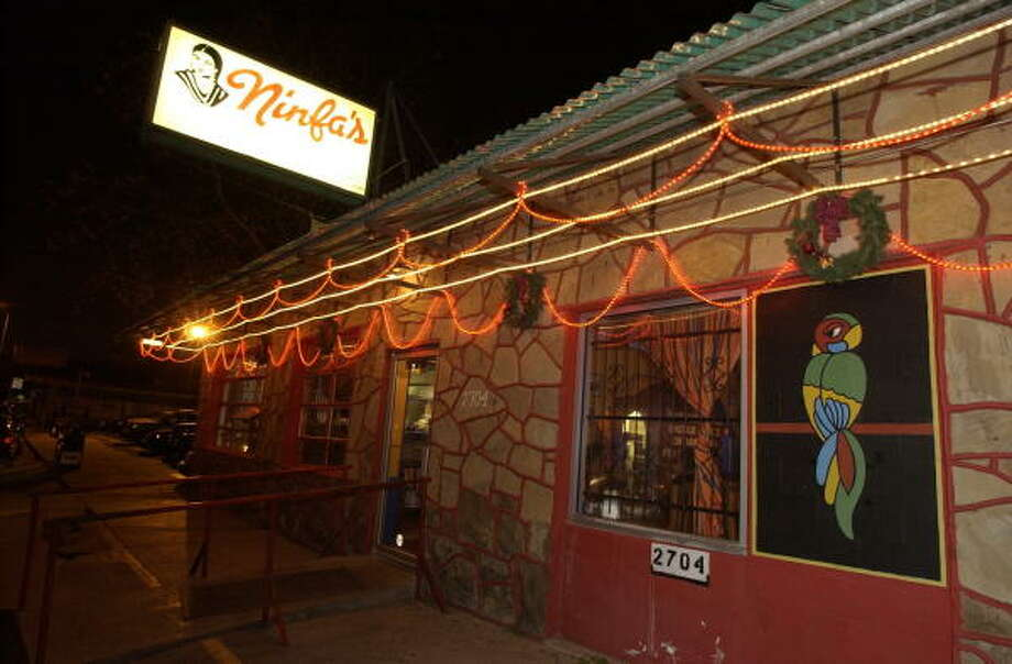 An outside view of The Original Ninfa's restaurant on Navigation. Photo: Ben DeSoto, Chronicle