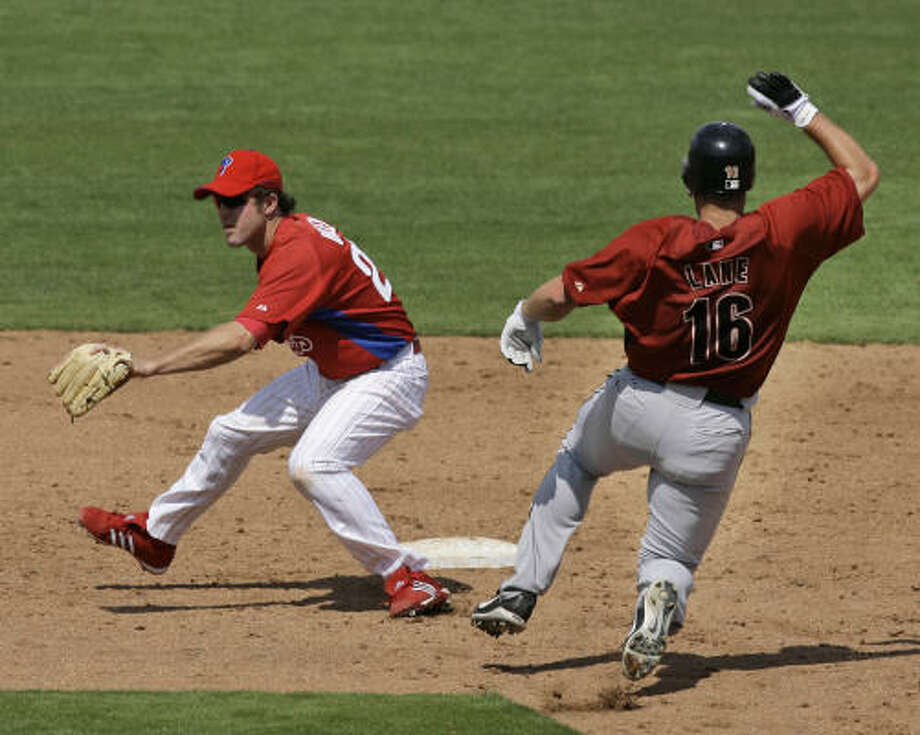 Jason Lane steals second against the Phillies. Lane went 2-for-5 and is hitting .357 for the spring. Photo: Kathy Willens, AP