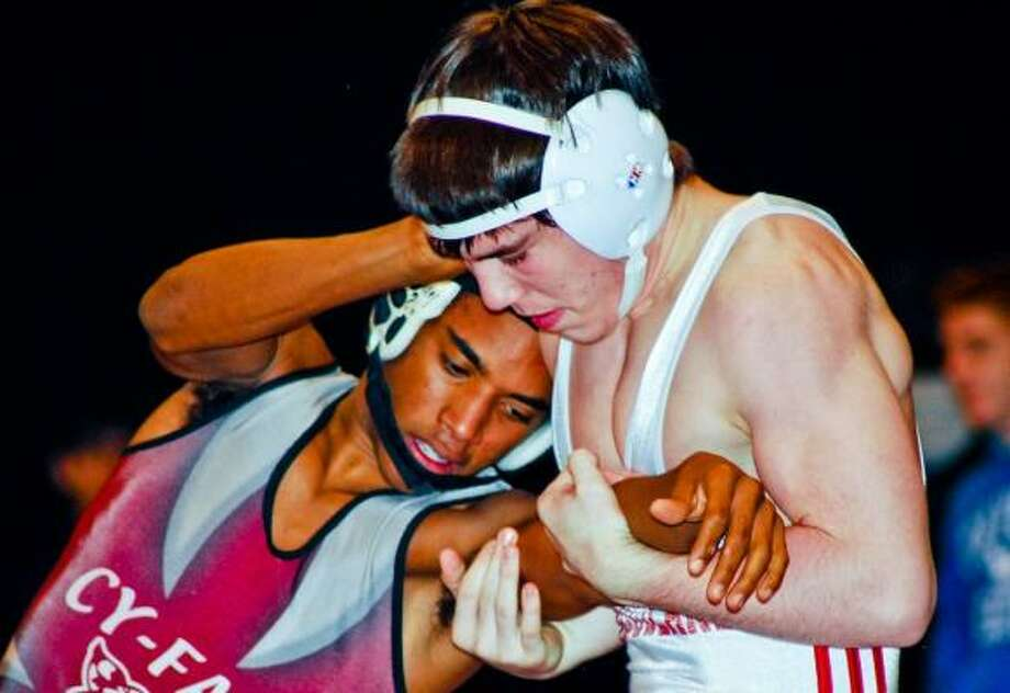 Cy-Fair's Donovan Vanderbilt, left, placed fourth at state a year ago, while The Woodlands' Erik Spjut won state at 119 pounds. Both return this year. Photo: TERRY CARTER, FOR THE CHRONICLE