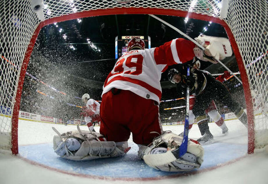 Detroit goalie Dominik Hasek, who gave up four goals on 22 shots in Anaheim's 5-3 victory in Game 4 of the Western Conference finals Thursday night, said he and the Red Wings need to step it up Sunday when the series resumes. Photo: Jeff Gross, Getty Images