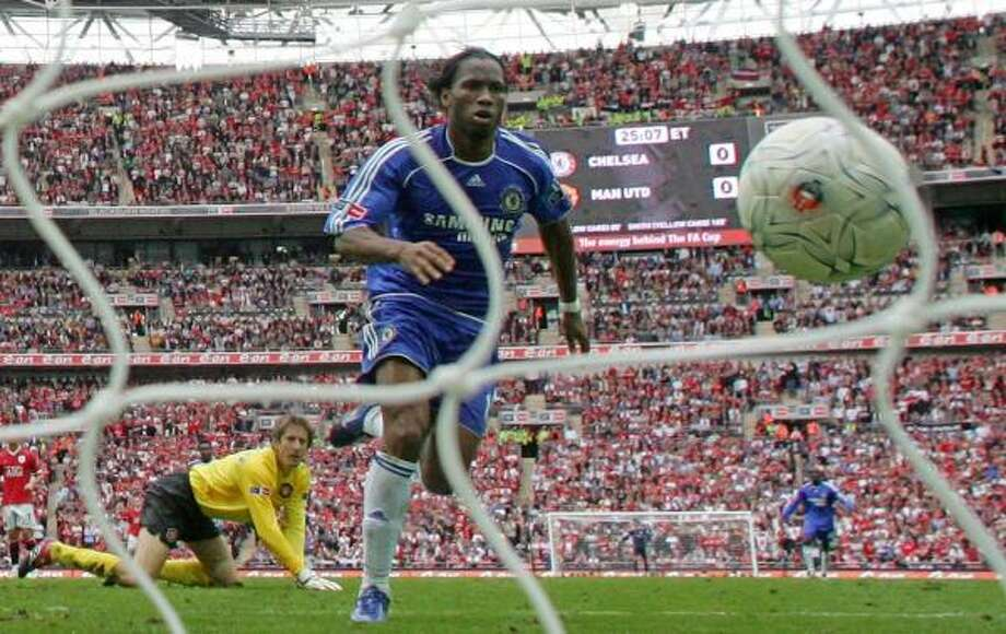 Didier Drogba scores the lone goal for Chelsea, getting past Manchester United goalkeeper Edwin van der Sar to help Chelsea win the FA Cup. Photo: CARL DE SOUZAI, AFP/GETTY IMAGES